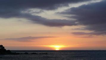 nascer do sol sobre o mar mediterrâneo video