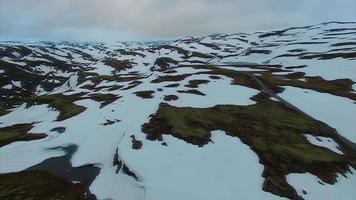 Vista aerea di aurlandsfjellet mountain pass in norvegia.
