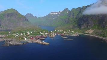 Vista aerea del villaggio sulle isole Lofoten in Norvegia.