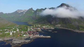 villaggio di pescatori sulle lofoten, veduta aerea.