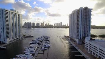 condominiums sur la baie video