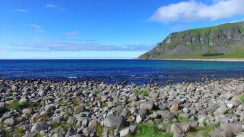 Abheben am Boulders Beach in Unstad, Norwegen