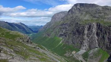 strada trollstigen in norvegia dall'aria