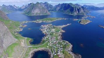 Flug über reine auf den Lofoten in Norwegen video