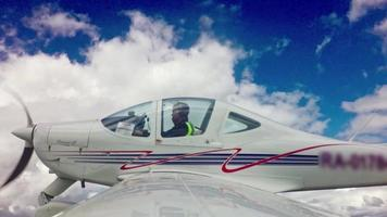 Piloten fliegen Flugzeug