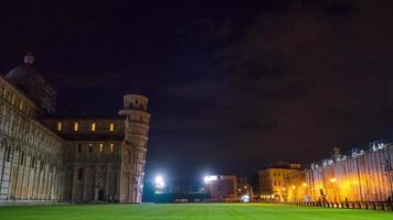 noche, luz, pisa, ciudad, famosa, catedral, y, torre, cuadrado, ambulante, panorama, 4k, hyper, lapso de tiempo, italia