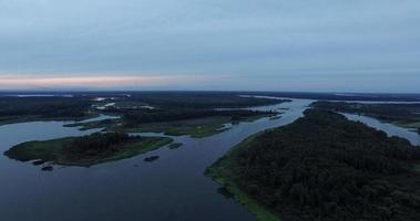 ponte e vista aérea do lago video