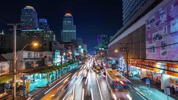 Thailandia Bangkok notte illuminazione traffico strada panorama 4K lasso di tempo