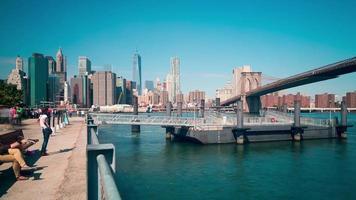 ponte di brooklyn parco acqua dock 4k lasso di tempo da new york