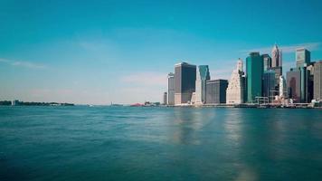 manhattan e statua della libertà acqua trasporto 4k lasso di tempo da new york