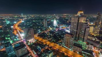 Panorama de la azotea del tráfico de la calle de la ciudad de Tailandia Bangkok 4k lapso de tiempo