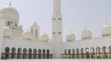 mesquita principal luz do dia no horário de verão dos eua até o topo 4k video