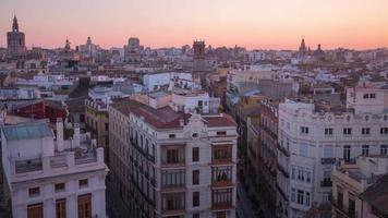 Espagne coucher de soleil sur la ville de valence panorama de torres de serranos 4k time lapse