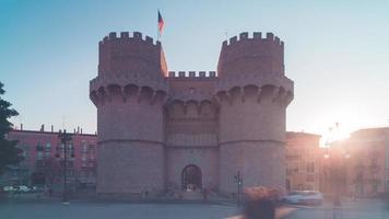 Espagne lumière du soleil valencia torres de serranos vue 4k time lapse
