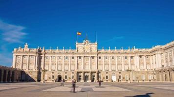 sonniger tag blauer himmel königlicher palast von madrid 4k zeitraffer spanien