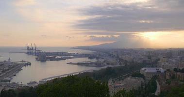 malaga atardecer luz ciudad bahía puerto vista superior 4k