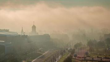 biélorussie lever du soleil brouillard perspective minsk ville toit top panorama 4k time lapse