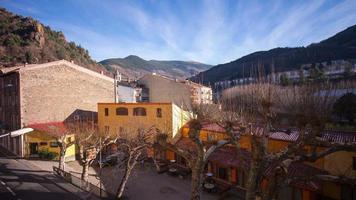 Ribes de Freser Sonnenlicht Hotelansicht Straße 4k Zeitraffer Spanien