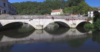 antiguo puente de piedra en brantome video