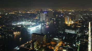 Thailand Bangkok Nachtlicht Hotel Dach Fluss Verkehr Boot Panorama 4k Zeitraffer