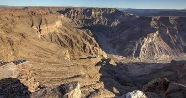 4k Zeitraffer des Schattens, der sich die Wände des Fish River Canyon hinaufbewegt