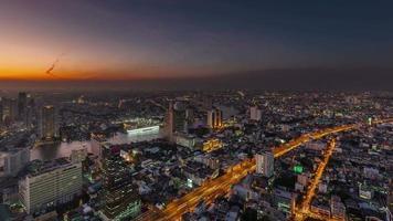 Thaïlande coucher de soleil nuit illumination toit top bangkok rivière panorama 4k time-lapse video