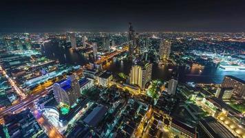 Panorama del río Bangkok noche superior de hotel de Tailandia lapso de tiempo 4k