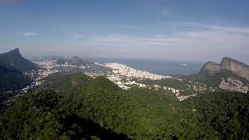 """vista aérea do rio de janeiro com o famoso local """"vista chinesa"""", brasil"""