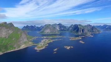 Côte pittoresque des îles Lofoten en Norvège