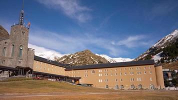vall de nuria estación de tren resort de montaña 4k lapso de tiempo españa
