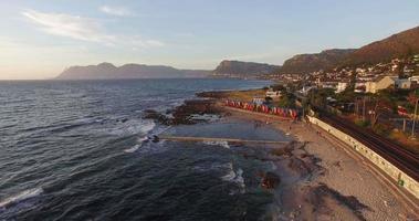 vista aérea da famosa cidade do cabo de st james beach, áfrica do sul