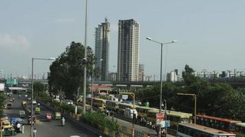 foto de lapso de tempo do trânsito em uma rua da cidade, Deli, Índia