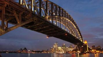 Ydney Harbour Bridge y Opera House atardecer time-lapse