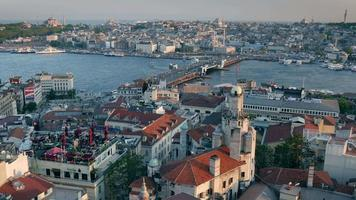 colpo di alta qualità del panorama al tramonto di Istanbul. vista dalla torre di galata