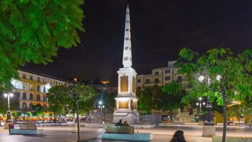malaga città notte luce memoria monumento piazza 4k lasso di tempo spagna