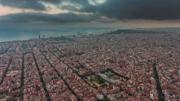 Spagna tempesta cielo barcellona paesaggio urbano baia panorama aereo 4k lasso di tempo