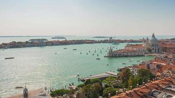 Italia san marco campanile famoso punto di vista basilica soleggiato traffico panorama 4k lasso di tempo venezia