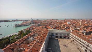 Italien Tag San Marco Platz Campanile Santa Maria della Salute Basilika Aussichtspunkt Panorama 4k Zeitraffer Venedig