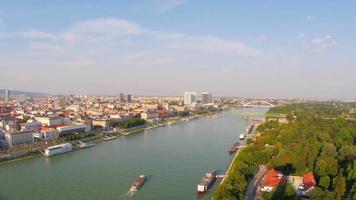 vista della città vecchia di bratislava, slovacchia video
