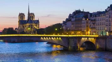 paris, frança, timelapse da catedral de notre dame de paris