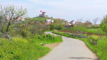 leere Straße zur historischen Mühle, Cunda, Ayvalik, Truthahn