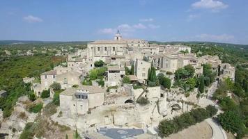 Veduta aerea di Gordes, etichettato come i più bei villaggi di Francia