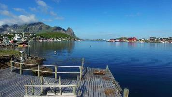o porto de pesca reine nas ilhas lofoten na noruega video
