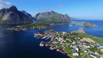 cidade reina nas ilhas lofoten na noruega do ar video