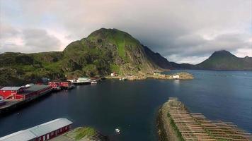 porto di pesca mortsund sulle isole lofoten in norvegia