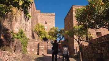 spanien sonniger tag malaga alcazaba schloss touristischer ort 4k zeitraffer