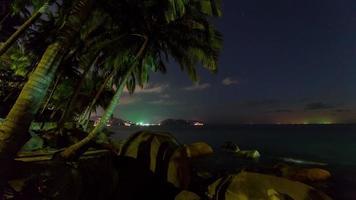 Thailand Phuket Sonnenuntergang Dämmerung Palme Patong Strand Panorama 4k Zeitraffer video
