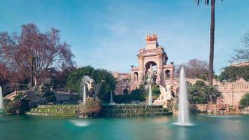 panorama della fontana del sole di Barcellona nel parco de la ciutadella 4k lasso di tempo spagna