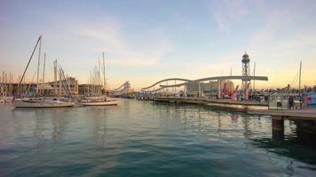 espagne barcelone coucher de soleil ciel port pont rambla del mar panorama 4k time lapse