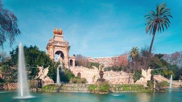 panorama della fontana di Barcellona nel parco de la ciutadella 4k lasso di tempo spagna